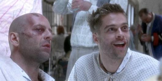 """Bruce Willis e Brad Pitt em """"12 Macacos"""" (Twelve Monkeys, 1995) de Terry Gilliam"""