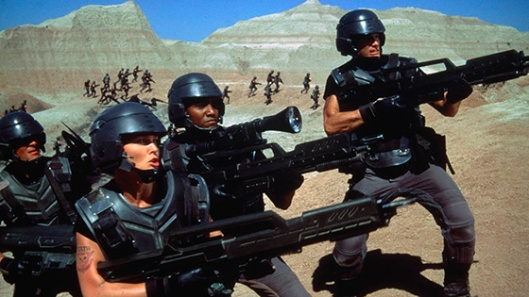"Imagem de ""Soldados do Universo"" (Starship Troopers, 1997), de Paul Verhoeven"
